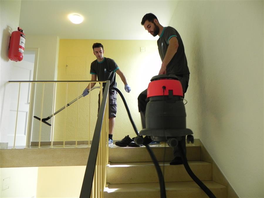 treppenhausreinigung a plus reinigungen. Black Bedroom Furniture Sets. Home Design Ideas